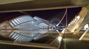 Les Arts: exterior de noche