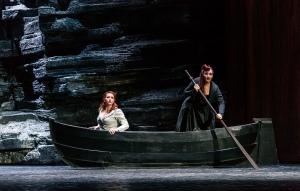 EMILY MAGEE como EMPERATRIZ; MICHAELA SCHUSTER como ENFERMERA © ROH / CLIVE BARDA