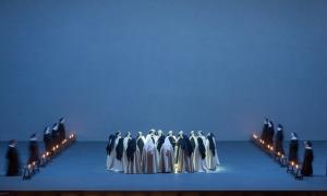 Escena final las carmelitas se encaminan a su fusilamiento.  dialogues-des-carmelites-production-image-©-roh-stephen-cummiskey